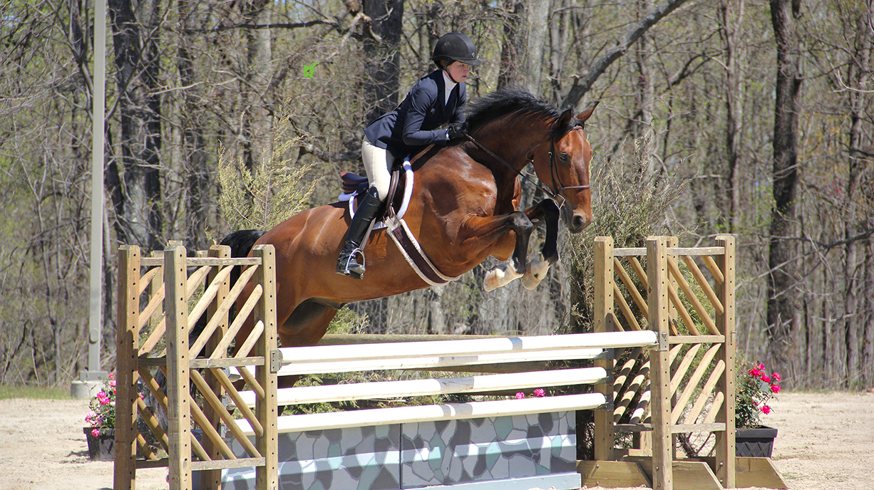 Emily Schlosberg '19 and Sweet Briar's K.E.C. Jakson compete at the College's 90th Annual Horse Show in spring 2017. Photo by Ellyn Narodowy '20.