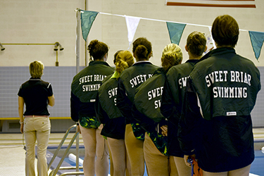The Sweet Briar College swim team with Coach Donna Hodgert. Photo by Kiley Jolicoeur '17.