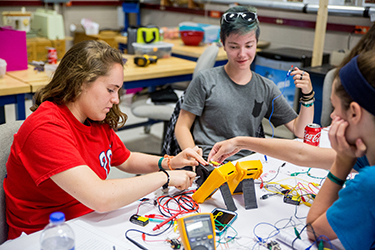 explore our summer engineering programs for high school - 300×200