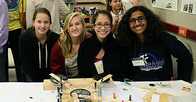 Students at Sweet Briar's Fall 2015 Explore Engineering Weekend. Photo by Kristen Frey '16.